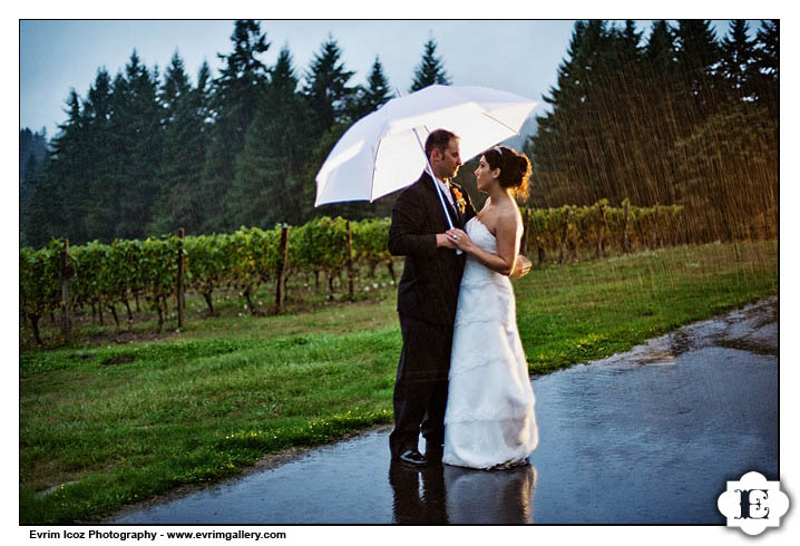 Oregon Garden Vineyards Rainy Wedding