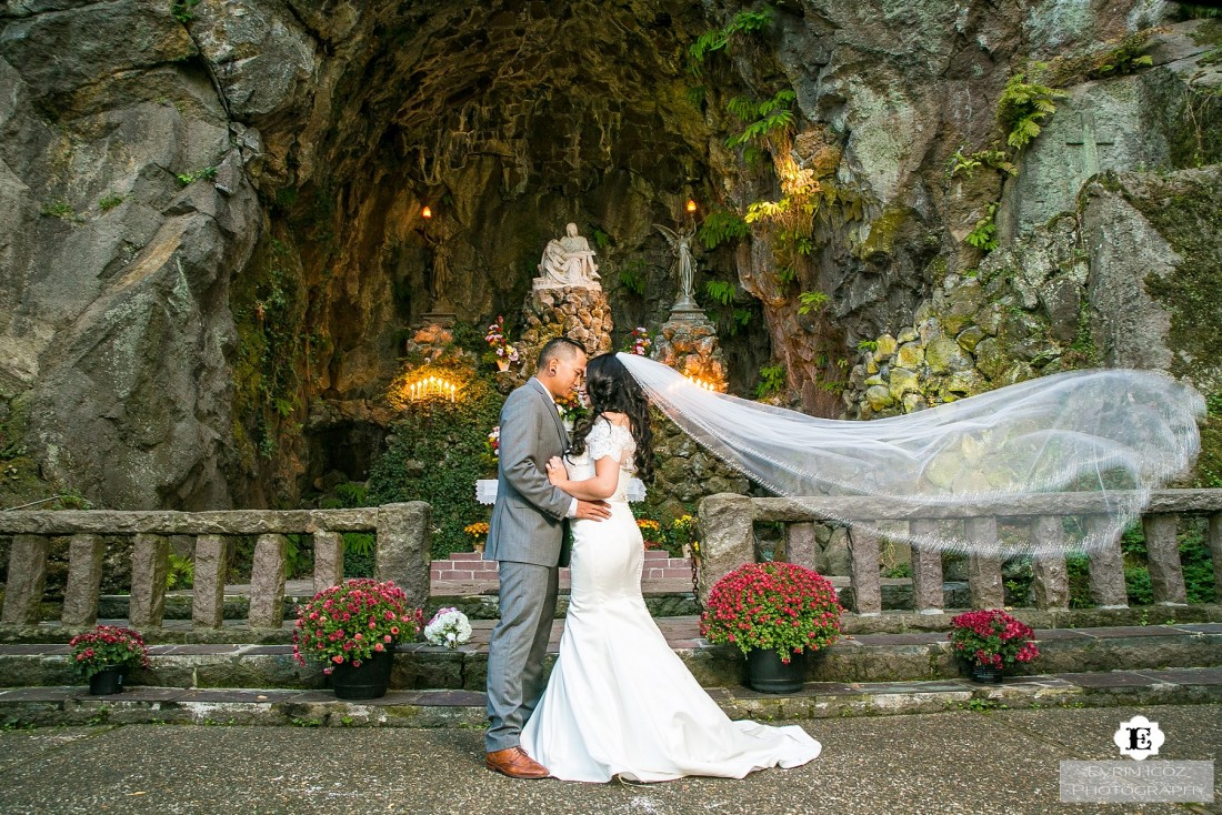 Wedding at The Grotto, Portland